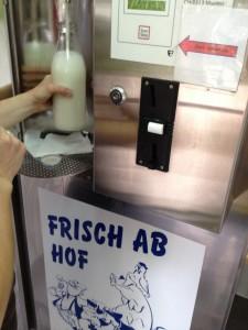 Milch-Zapfanlage in Irmgards Bauernladen in Korschenbroich