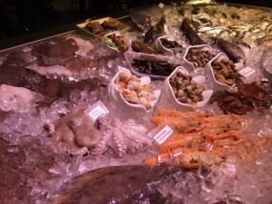Slow Fisch Krabben und Muscheln