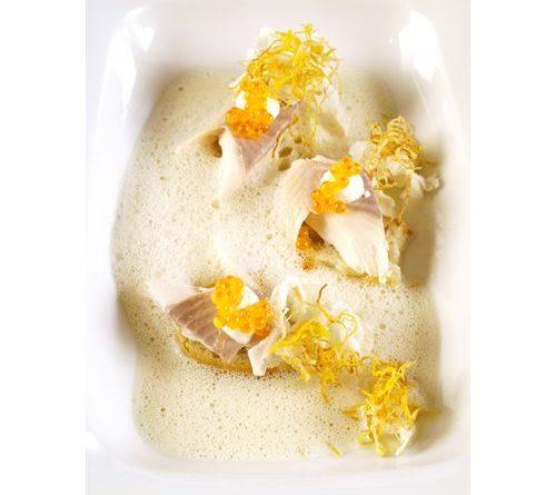 Rezept – Krenschaumsuppe mit Räucherforellenfilet von Fink's Delikatessen.