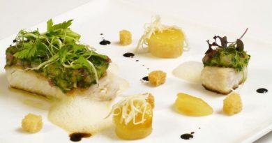 Rezept – Welsfilet mit Apfel-Kalbskopfkruste, Erdäpfelpüree und Erdäpfel-Schinken-Chips