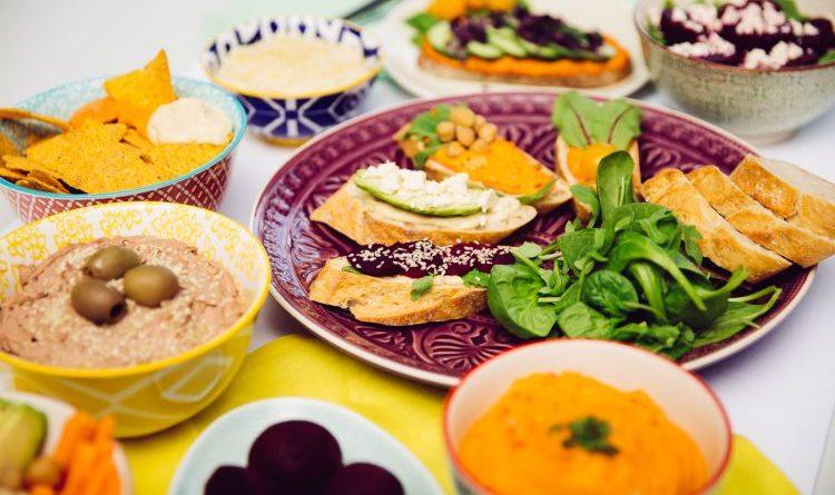 Frischer Dip-Spaß – dreimal Hummus von Florette