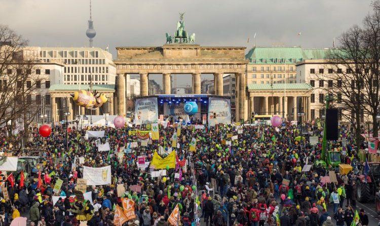 """""""Wir haben es satt!""""-Demonstration zum Auftakt der Grünen Woche in Berlin"""