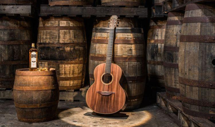 Lowden Guitars und Bushmills produzieren Gitarren aus hochwertigem Holz der Whiskey-Fässer sowie Kupfer des Original-Destillierapparats