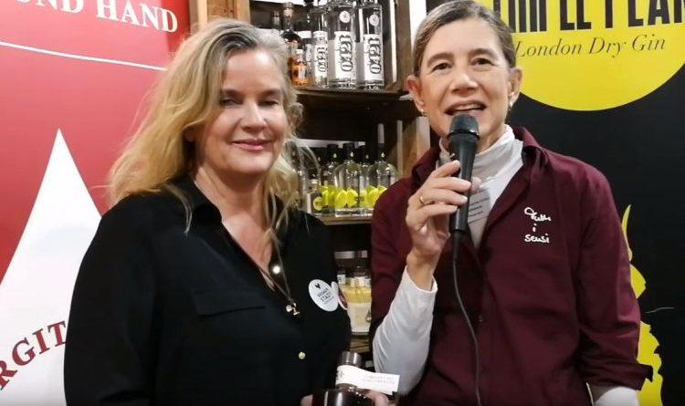 Birgitta Schulze van Loon stellt ihren Orangen-Likör mit eigenem Single-Malt vor