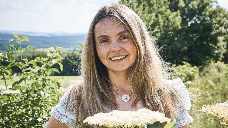 Gruß von Frau Holle: Fünf interessante Fakten über Holunder