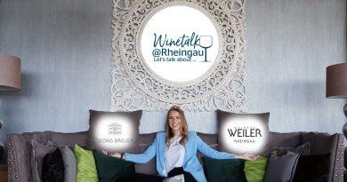 Am Donnerstag startet die digitale Serie #WineTalk @Rheingau mit Verkostungspaketen für zuhause - Foto: Rheingauer Weinwerbung GmbH