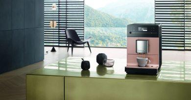 Mit bis zu 50 Prozent leiserem Mahlwerk: der neue CM5 Silence Stand-Kaffeevollautomat von Miele. (Foto: Miele)