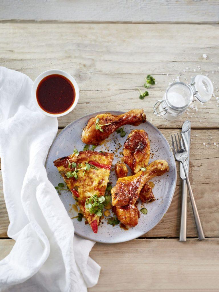 Chicken Drumsticks mit bunter Frittata - Foto: Deutsche Geflügelwirtschaft