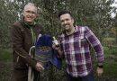 Michael Becker und Bastian Jordan bei der Olivenernte auf dem Gartenhof Becker - Foto: Gartenhof Becker/JordanOlivenöl