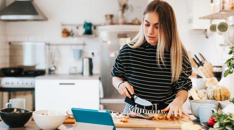 Johann Lafer gibt drei wichtige Kochtipps für das Kochen in der heimischen Küche