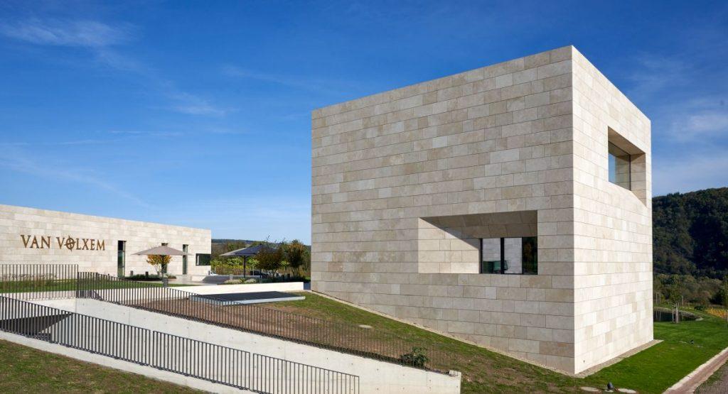 Weinmanufaktur Van Volxem: Moderne Architektur an der Saar.